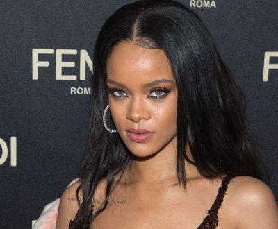 """Rihanna : """"American Oxygen"""", un autre single avant R8"""