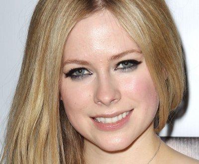 Avril Lavigne, en larmes à la télé américaine, témoigne sur sa maladie