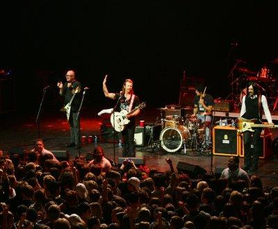 """Eagles of Death Metal : """"Je veux qu'on soit les premiers à rejouer au Bataclan"""""""