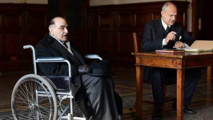 TMC, Hercule Poirot, 15h35 - 17h20, S13E05 - Hercule Poirot quitte la scène, Accéder à la TV en direct