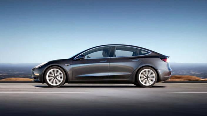 #02: La Tesla Model 3, voiture électrique