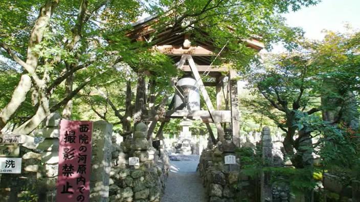 67. Le Cimetière Nenbutsu-ji