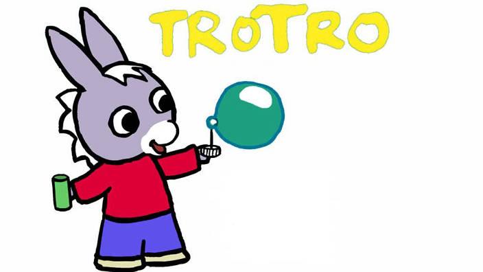 038. Trotro fait du roller