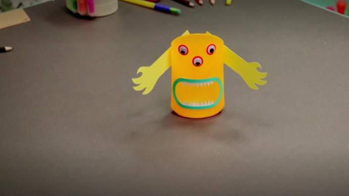 008. Pots à crayons monstre