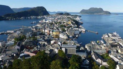 Bergen / Kirkenes : la Norvège vue de...