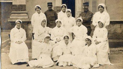 Croix-Rouge, des femmes dans la guerre