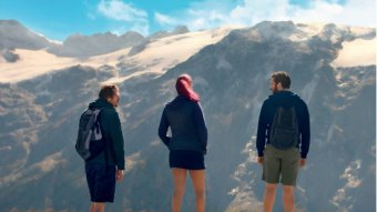 Debout sur la montagne