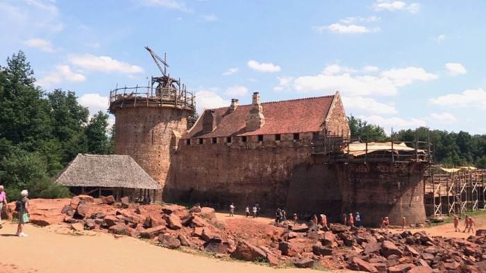 Image du programme Le château de Guédelon, tout un monde