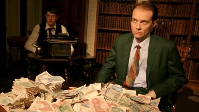 Image du programme Casino royale : Barons, escrocs, faites vos jeux !