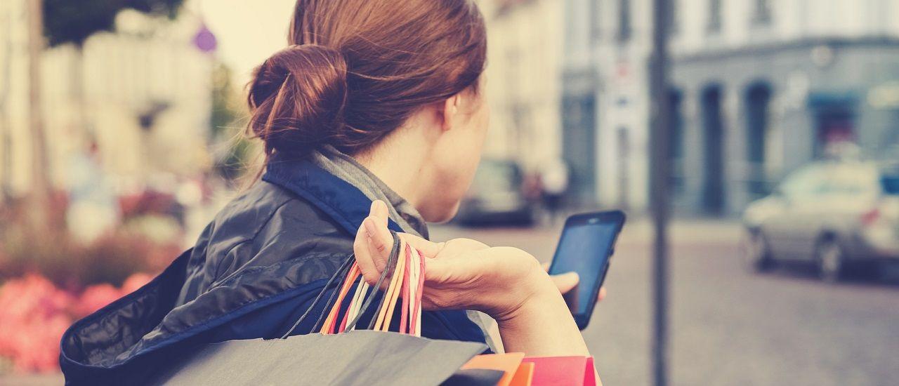 Repérer les bonnes affaires durant les soldes avec son mobile