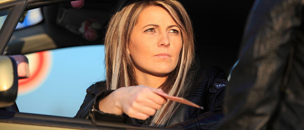 Permis de conduire suspendu : l'employeur doit-il verser l'indemnité compensatrice de préavis ?